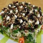 Салат с черносливом и куриным мясом