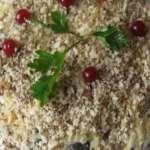 салат с черносливом слоеный
