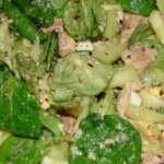 Салат со свежим огурцом, печенью трески и яйцами