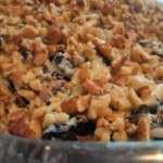Салат с плавленым сыром, черносливом и орехами