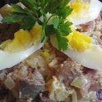Салат из соленой сельди с яйцами