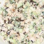 Салат «Сказка» с куриным мясом, морковью и грецкими орехами