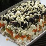 Салат с отварным мясом, овощами и черносливом