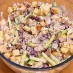 Вкусный салат с отварным мясом и сухариками